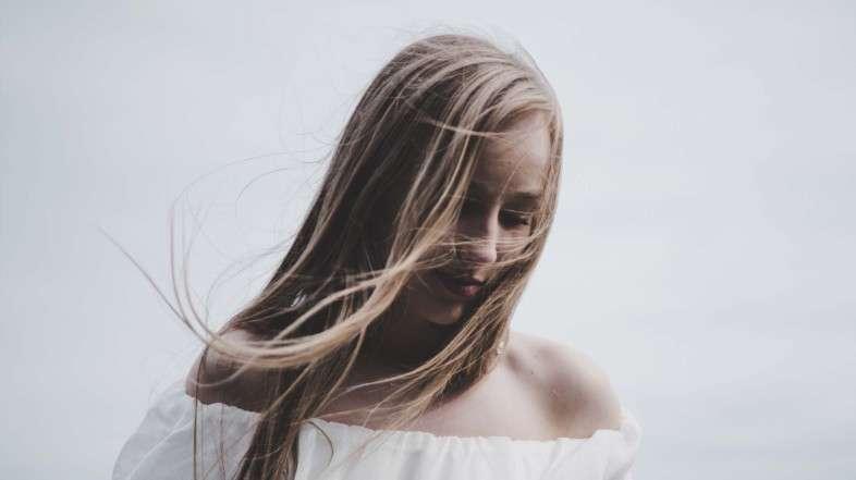 7 trucos para darle volumen a tu cabello de manera natural