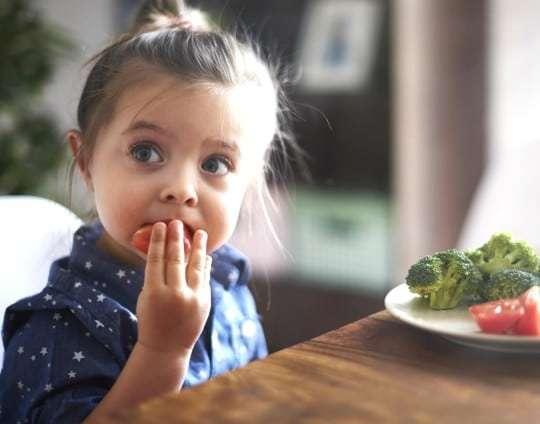 ¿Tu hijo se resiste? 5 consejos para conseguir que tus hijos coman mejor