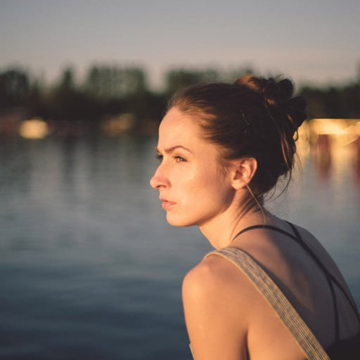 ¿Sabes cuáles son las causas de las hemorroides en mujeres?