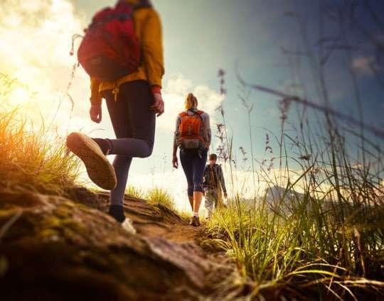 Senderismo en otoño: rutas, beneficios y trucos para iniciarte