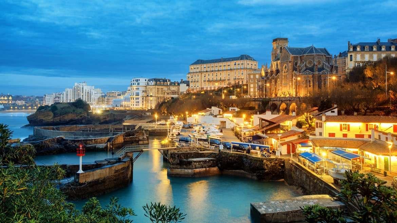Motivos por los que viajar a Biarritz puede ser un planazo de chicas
