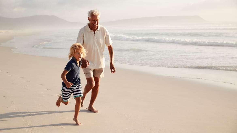 La hidratación mejora el ánimo y la función cognitiva de los mayores