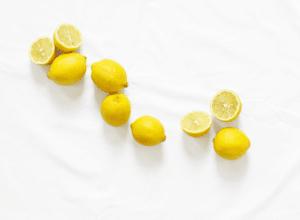 agua-caliente-con-limón