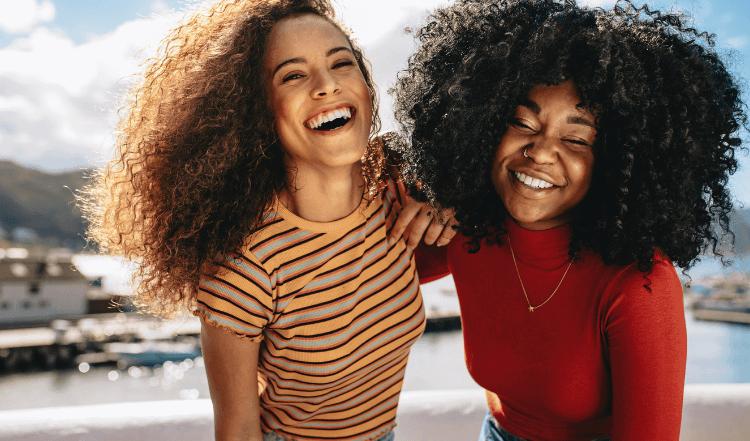 5 cosas que debes saber para cuidar el pelo rizado en otoño