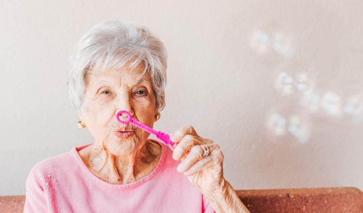 Cuidad con la deshidratación en personas mayores